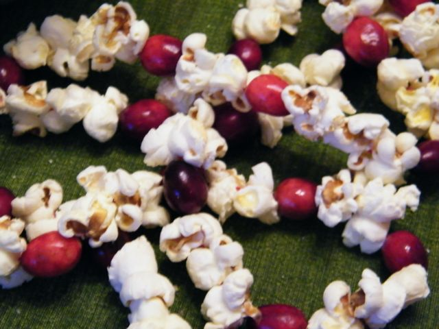How to make an old timey popcorn garland herban lifestyle